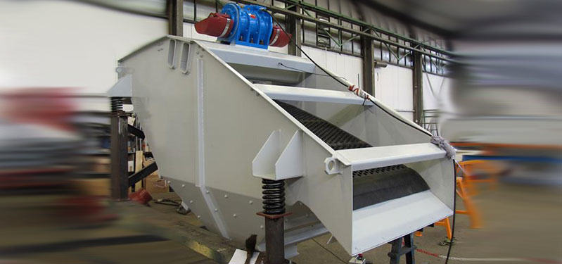 Screening conveyor troughs
