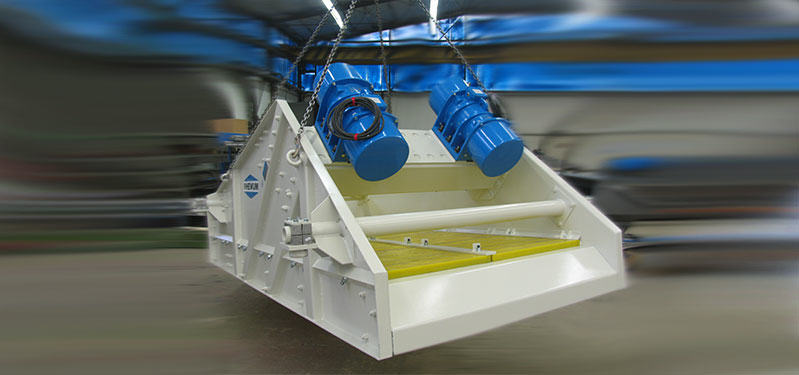 Wet screening and dewatering vibrating screens