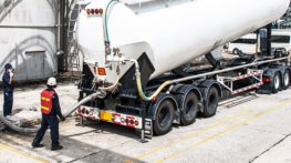 Grounding of road tankers equipped with pump distribution systems